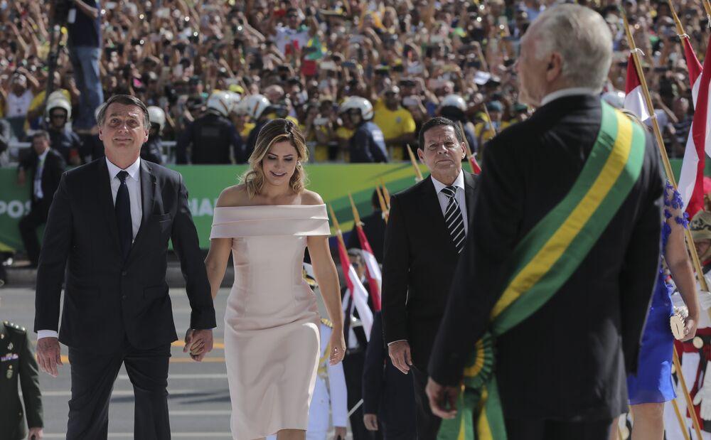 Jair Bolsonaro é recebido por Michel Temer no Palácio do Planalto para a troca de faixas