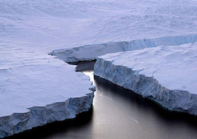 Gelo na Antártida (imagem ilustrativa)