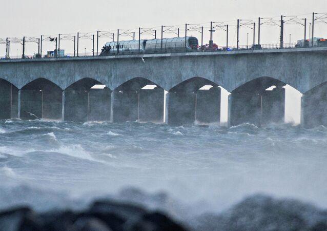 Ponte do Grande Belt é fechada ao tráfego depois de um acidente de trem, Dinamarca, 2 de janeiro de 2019