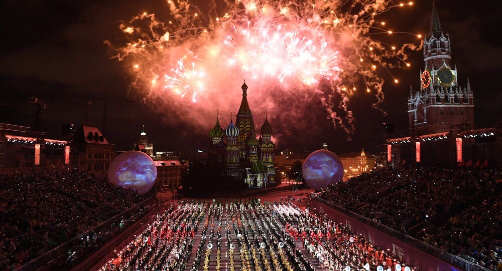 Cerimônia de abertura do 10º festival internacional de música militar da Torre Spasskaya em Moscou