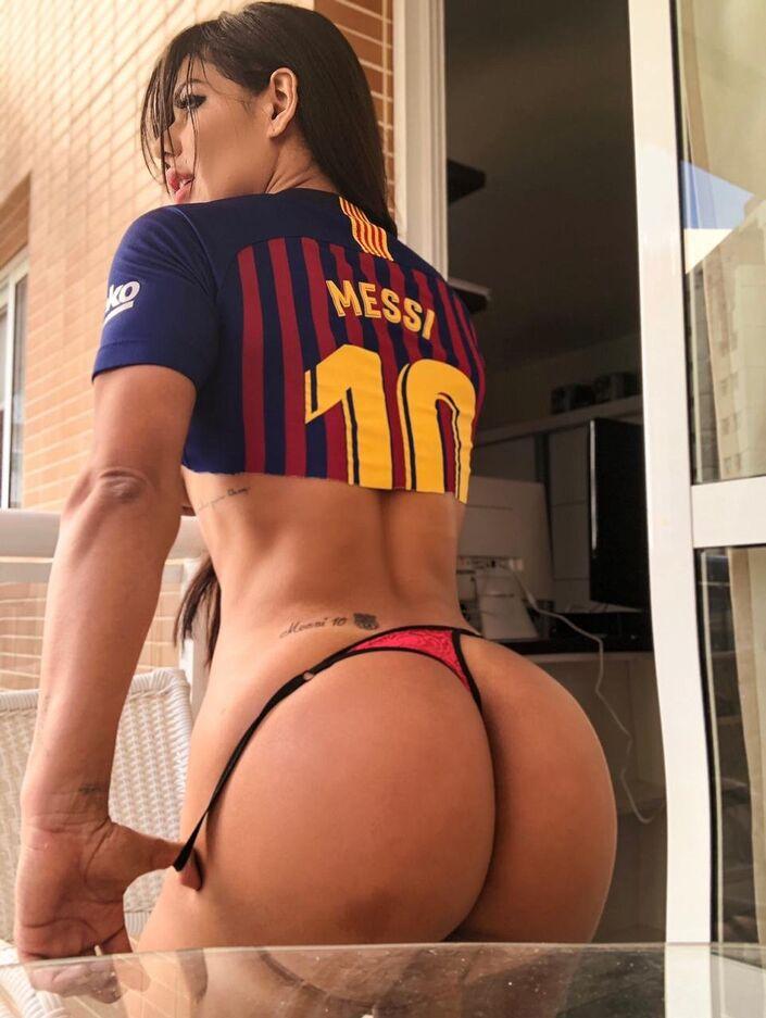 Miss Bumbum tatua nome de Messi em parte 'especial' do corpo (FOTOS) -  Sputnik Brasil