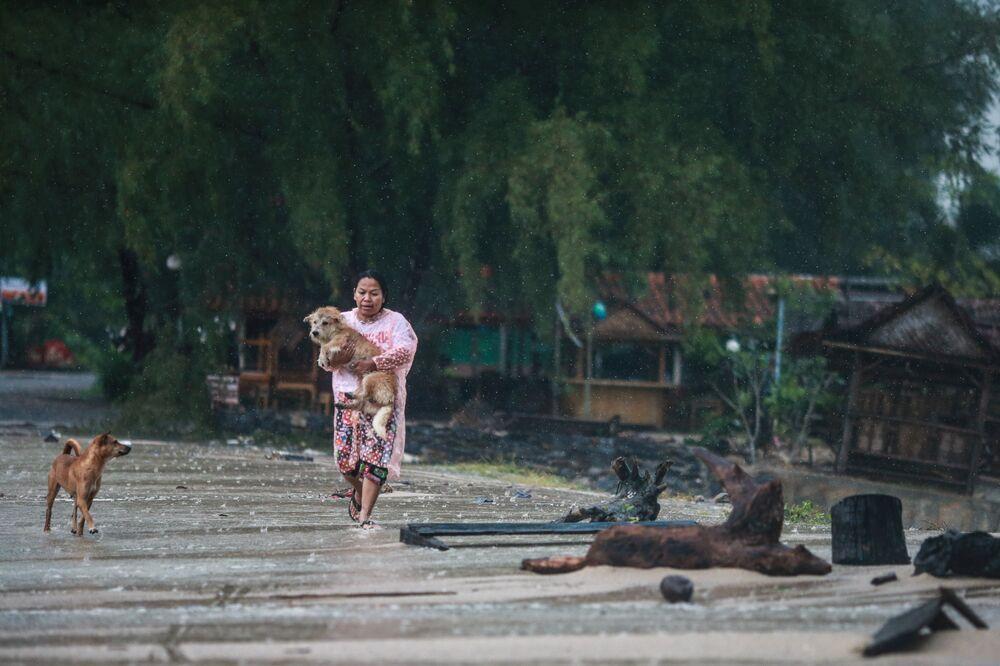 Passagem da tempestade tropical Pabuk pela Tailândia