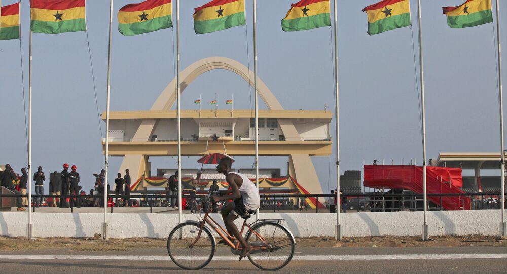 Rua ao lado da Praça da Independência em Acra, Gana (foto do arquivo)