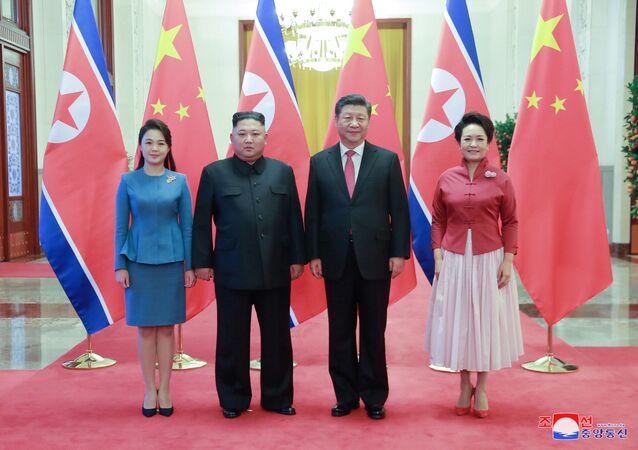 Líder norte-coreano, Kim Jong-un, se encontra com o presidente chinês, Xi Jinping, em Pequim