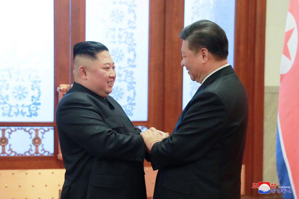Líder norte-coreano, Kim Jong-un, se reúne com presidente chinês, Xi Jinping , em Pequim