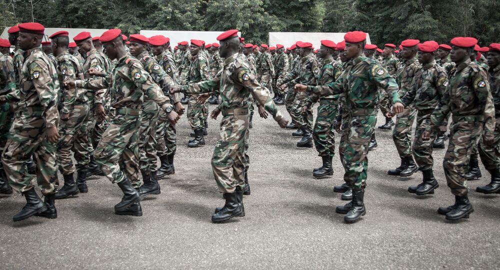 Recrutas das Forças Armadas da República Centro-Africana no centro de formação em Bérengo