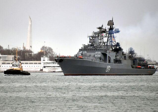 Grande navio antissubmarino Severomorsk da Frota do Norte