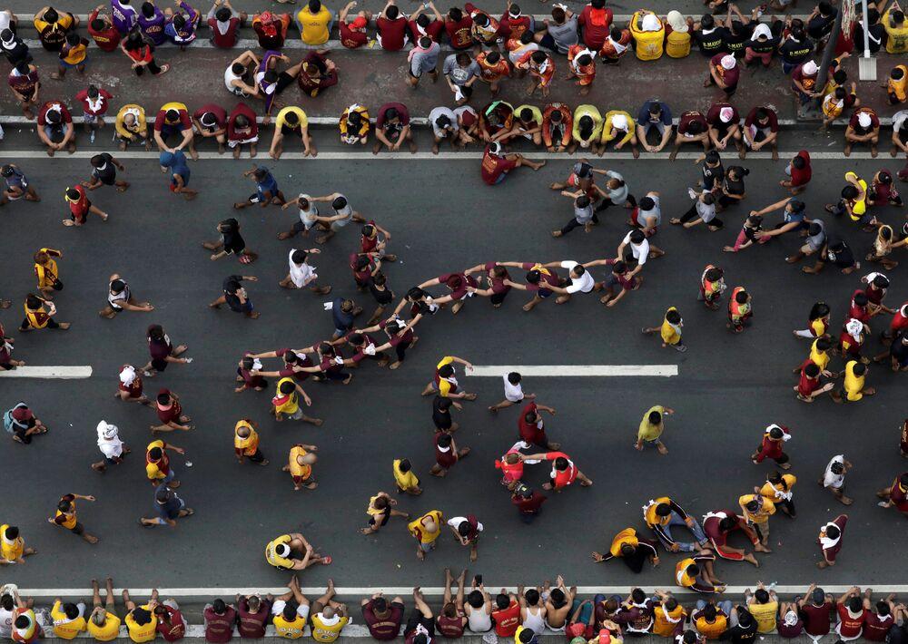 Católicos participam da procissão anual do Nazareno Negro em Manila, Filipinas