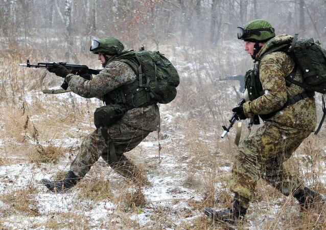 Soldados testam equipamento Ratnik em 2012