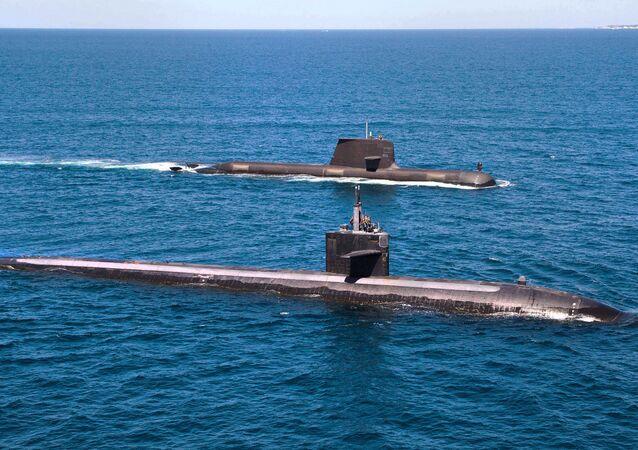 Submarino americano de classe Los Angeles e submarino australiano de classe Collins
