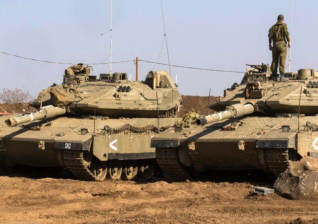 Soldado no topo do tanque Merkava