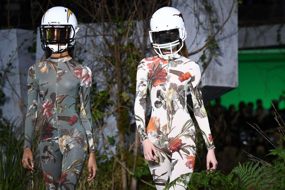 Modelos apresentam a coleção da marca Off-White na Semana de Moda de Paris, em 16 de janeiro de 2019