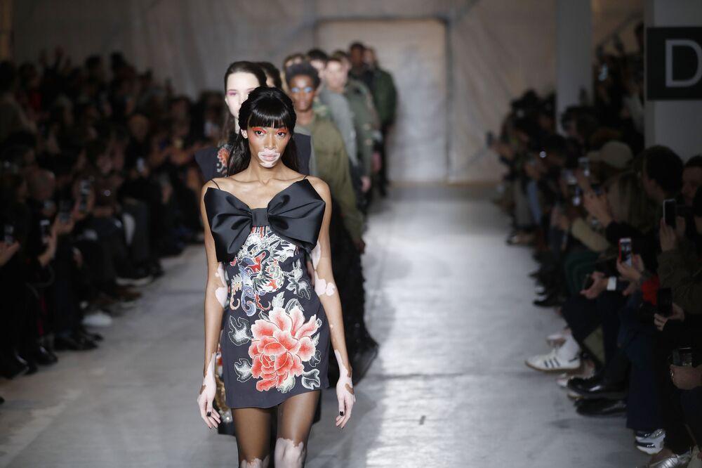 Modelos no desfile de moda da coleção masculina para Outono/Inverno de 2019/2020 de John Richmond, em Milão