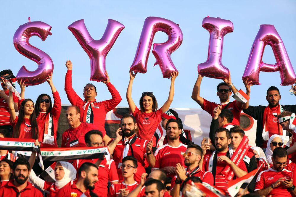 Torcedores da seleção síria antes do encontro de futebol entre a Austrália e a Síria na Copa da Ásia de 2019, nos Emirados Árabes Unidos