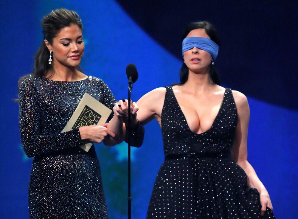 Atriz Sarah Silverman anuncia o vencedor do prêmio Critics Choice Awards na Califórnia, EUA