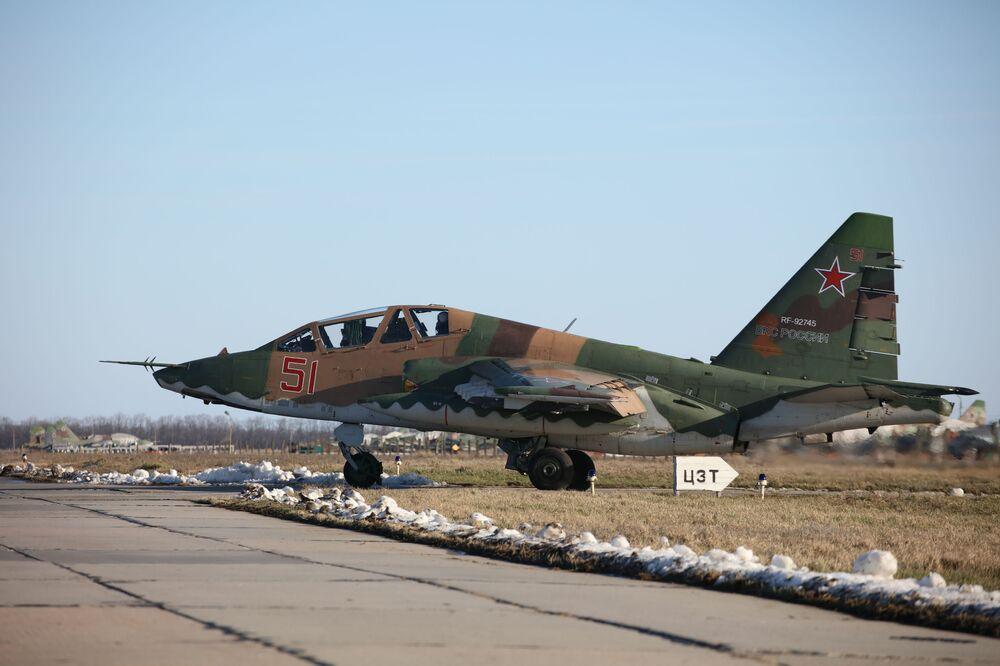 Aeronave de combate Su-25SM3 no território de Krasnodar, durante manobras táticas de voo no sul da Rússia