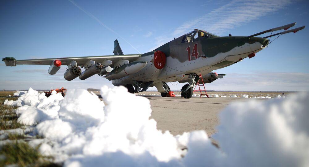 Avião de combate russo Su-25SM3, preparado para os exercícios táticos de voo no território de Krasnodar, no sul da Rússia (imagem referencial)