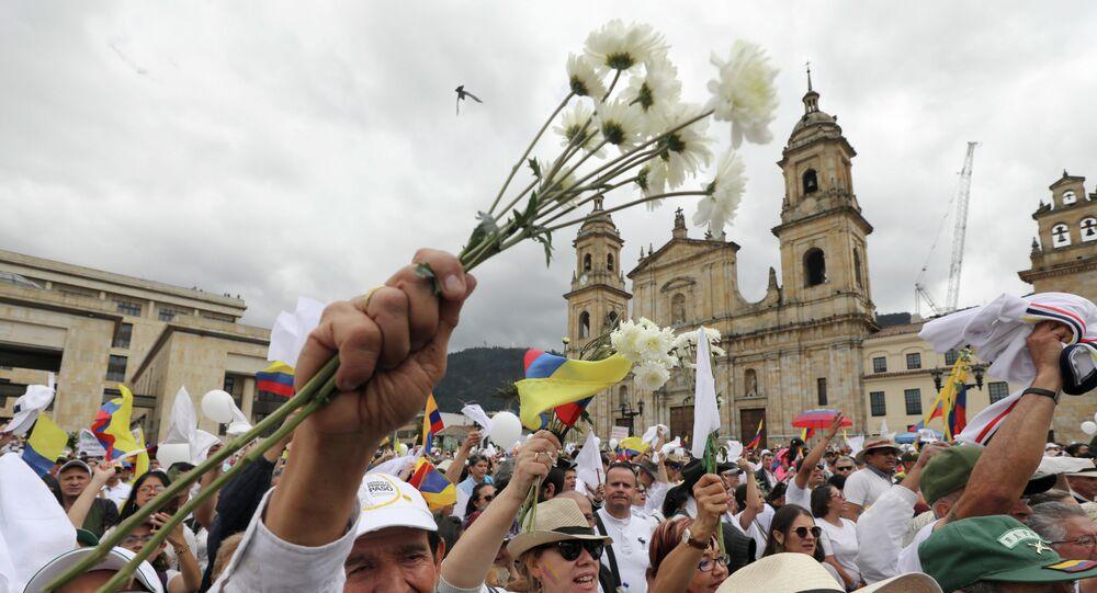 Manifestação pela paz na Colômbia após atentando terrorista do ELN matar 21 pessoas com carro-bomba (arquivo)