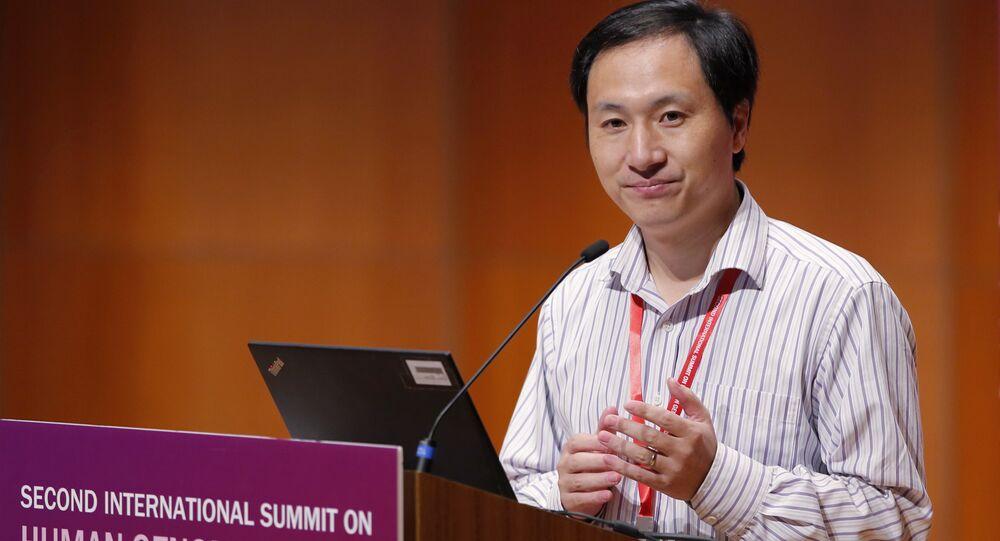 O cientista chinês He Jiankui durante o anúncio de sua polêmica pesquisa, em Hong Kong, em novembro de 2018