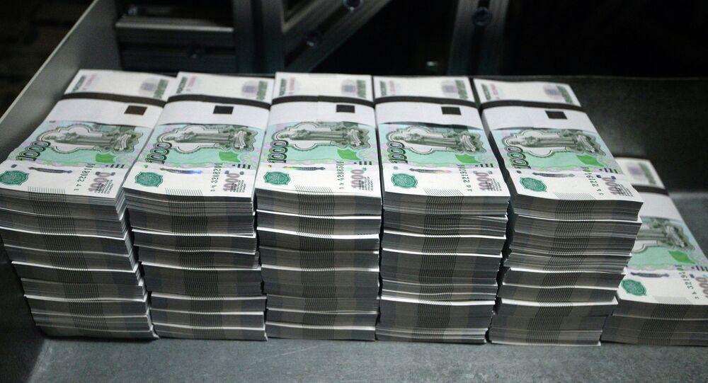 """Notas de rublo em uma fábrica de impressão da Empresa Unitária do Estado Federal """"Goznak"""" em Perm"""
