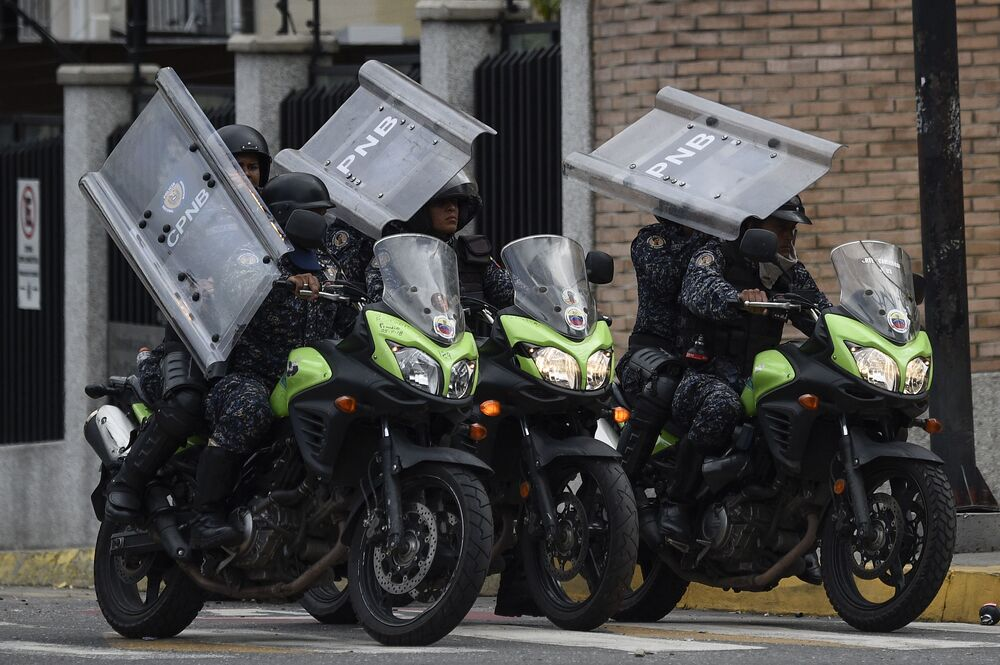Polícia durante manifestação contra o presidente venezuelano, Nicolás Maduro, em Caracas, Venezuela