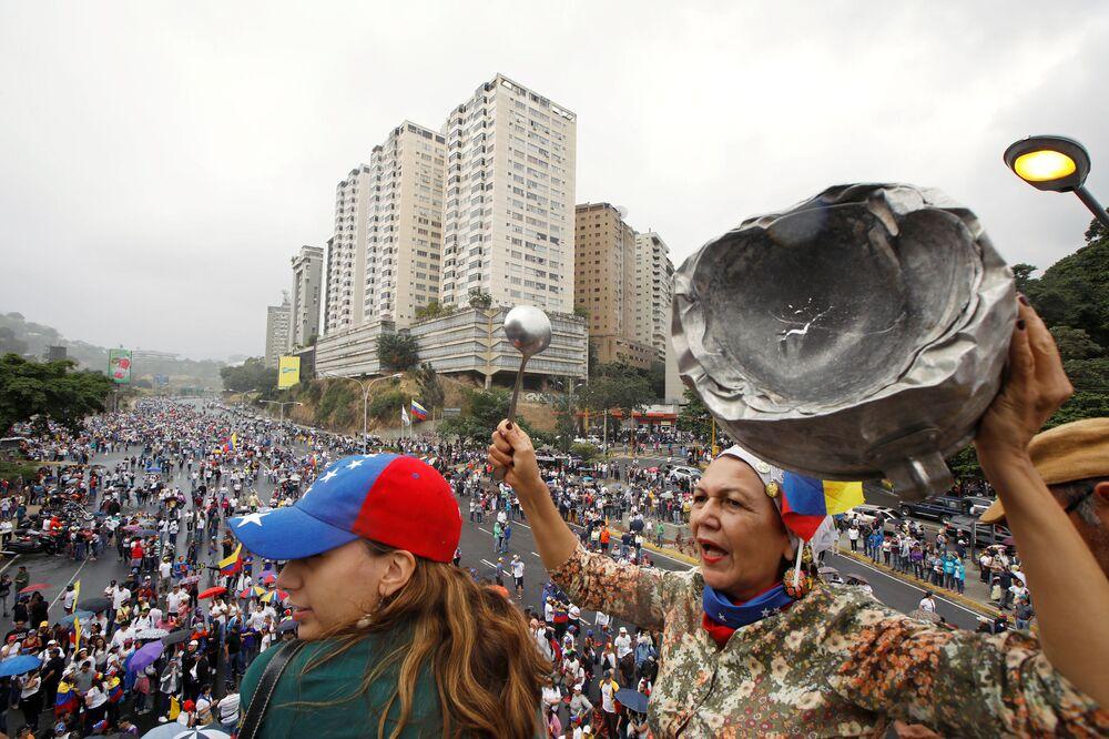 Oposição participa de manifestação contra o presidente venezuelano, Nicolás Maduro, em Caracas, Venezuela