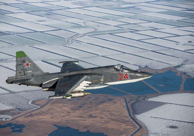 Aviões Su-25SM3 durante exercícios táticos de voo no território de Krasnodar, Rússia
