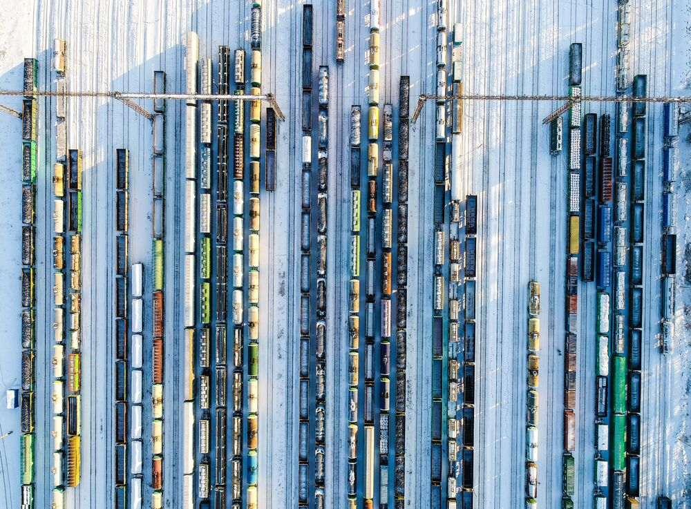 Trens de mercadorias em estação de Moscou, na Rússia