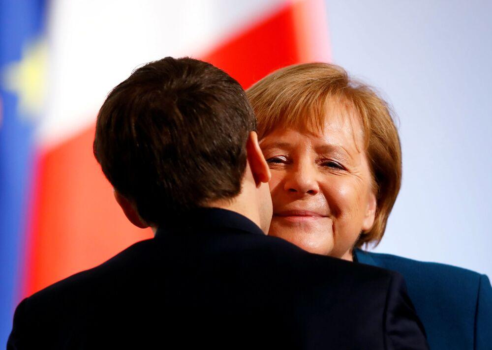Chanceler alemã Angela Merkel e presidente francês Emmanuel Macron participam de novo acordo bilateral, conhecido como Tratado de Aachen, na Alemanha, em 22 de janeiro de 2019