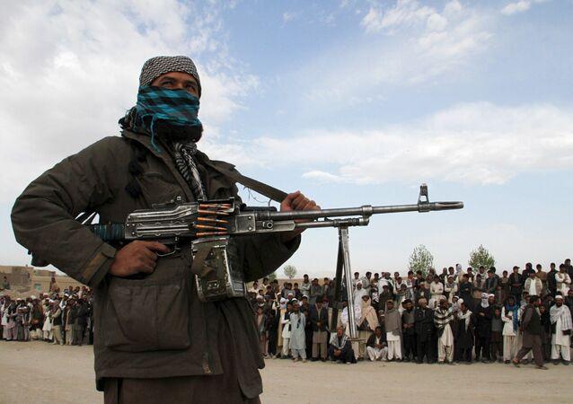 Um membro do grupo insurgente Talibã