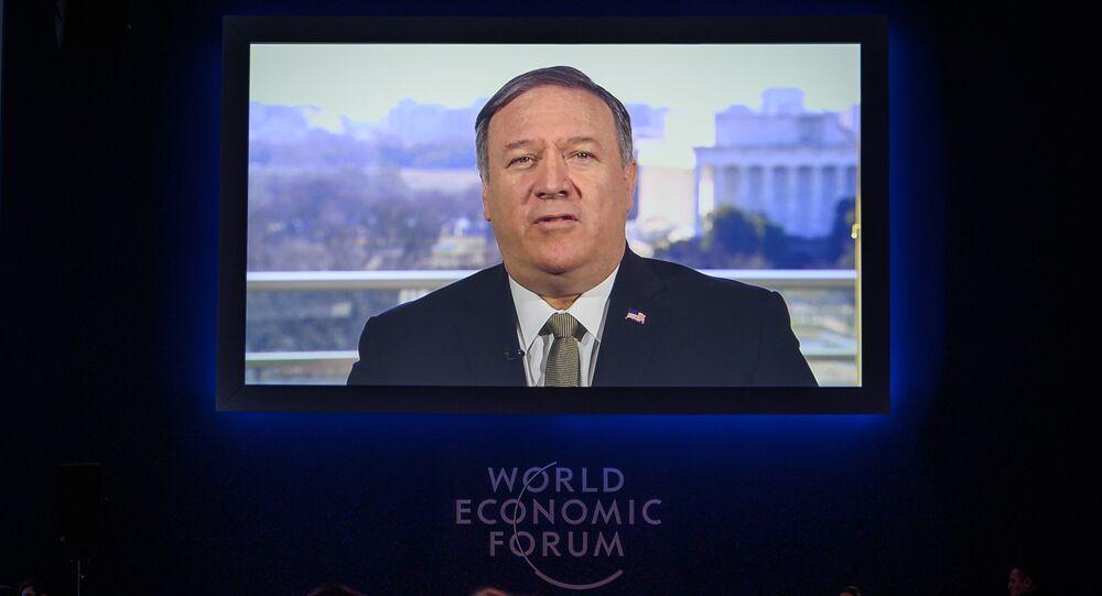 Secretário de Estado dos EUA, Mike Pompeo, durante transmissão de seu discurso no Fórum Econômico Mundial, em Davos, Suíça, em 22 de janeiro de 2019.