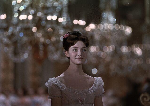 Lyudmila Savelieva no filme Guerra e Paz