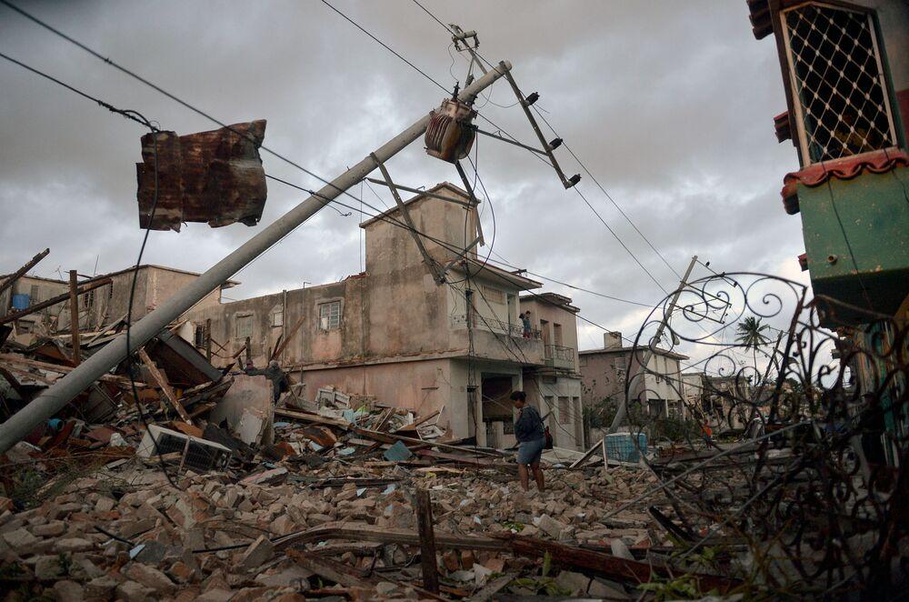 Ruínas de casas formadas depois do tornado em Havana