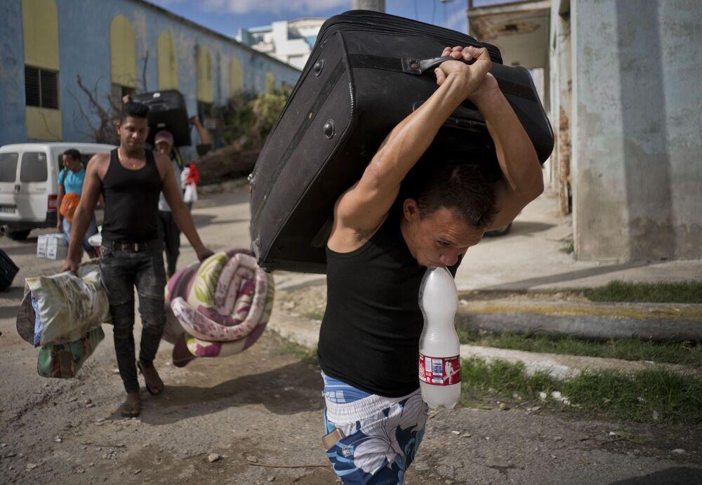 Moradores de Havana são evacuados durante tornado na capital de Cuba