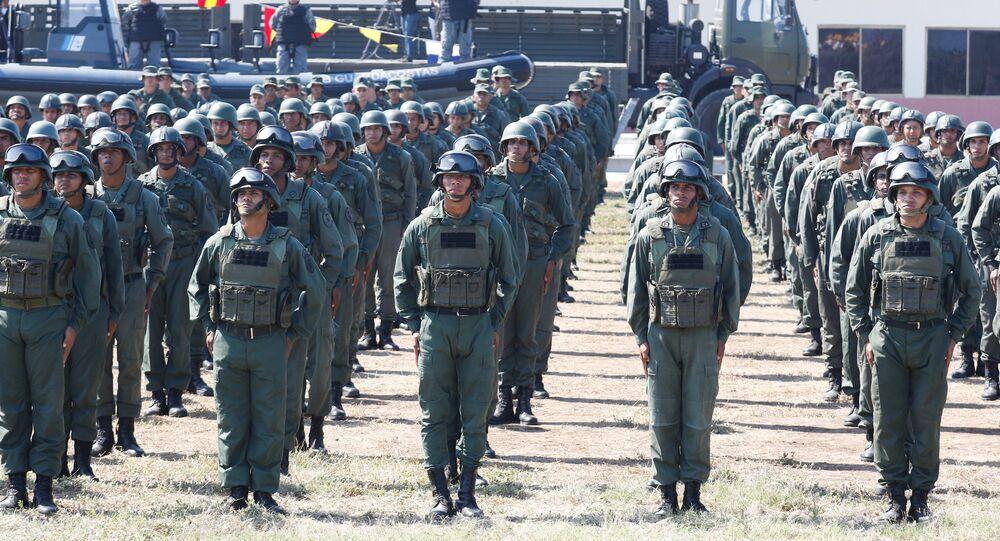 Soldados venezuelanos participam de exercício militar em Puerto Cabello, Venezuela, 27 de janeiro de 2019
