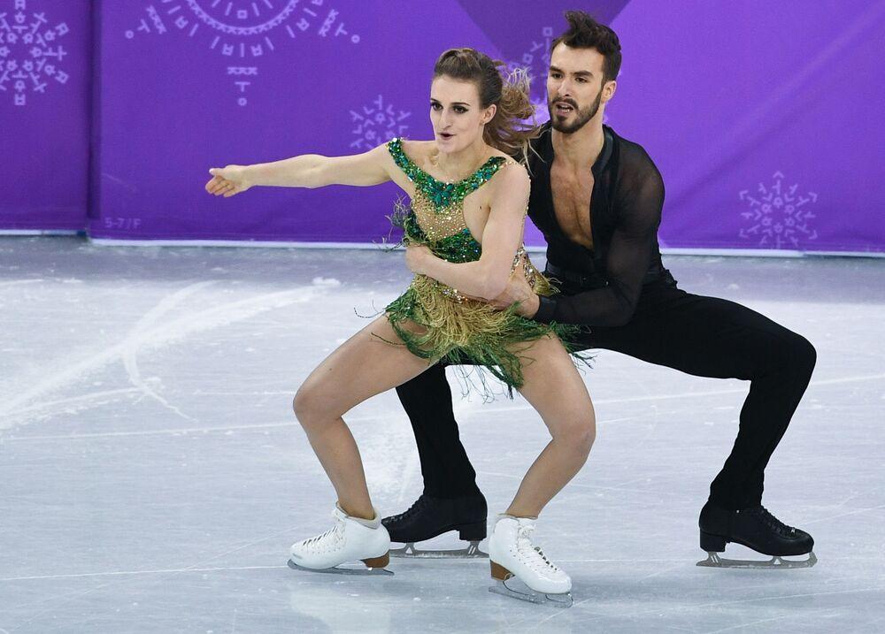 Gabriella Papadakis e Guillaume Cizeron (França) se apresentam nos Jogos da XXIII Olimpíada de Inverno