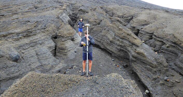 Especialistas da NASA examinam a jovem ilha formada em 2015 nas águas do Reino de Tonga
