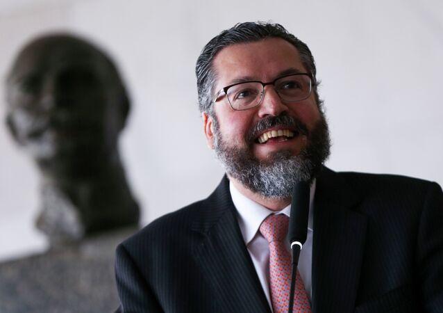 O ministro das Relações Exteriores, Ernesto Araújo, durante cerimônia da transmissão de cargo ao secretário-geral das Relações Exteriores, Otávio Brandelli, no Palácio Itamaraty (arquivo)