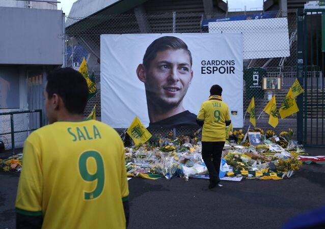 Torcedores do clube Nantes, da França, prestam homenagem ao jogador de futebol argentino Emiliano Sala, em 30 de janeiro de 2019