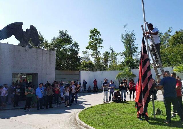 Homenagem aos mortos do incêndio que atingiu o Centro de Treinamento do Flamengo, o Ninho do Urubu