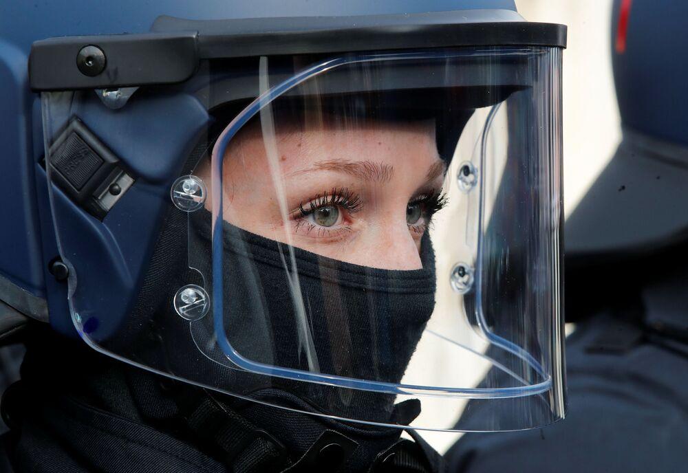Membro da unidade da polícia de choque da Alemanha, 4 de fevereiro de 2019