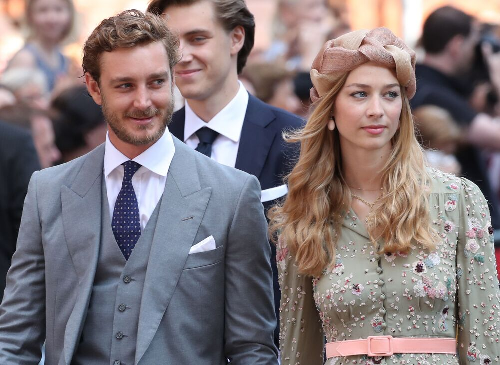 Beatrice Borromeo, esposa do príncipe Pierre Casiraghi de Mônaco, nasceu na Itália em uma família aristocrática. Ela é conhecida na mídia italiana como apresentadora de televisão. Em Mônaco, a princesa é considerada ícone de moda