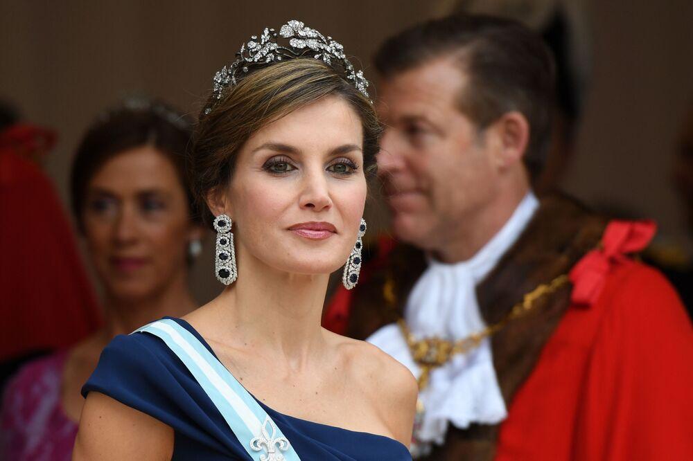 Ex-jornalista Letizia Ortiz Rocasolano, esposa do rei Felipe VI da Espanha, é considerada uma das rainhas mais belas e elegantes do mundo e ícone de moda na Espanha