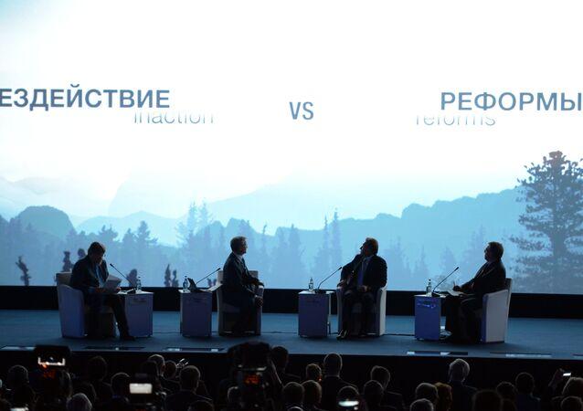 """Painel """"Economia Mundial: Novos Desafios e Horizontes"""""""