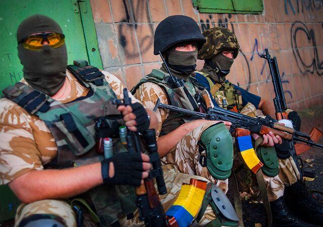 Voluntários de batalhão regional ucraniano