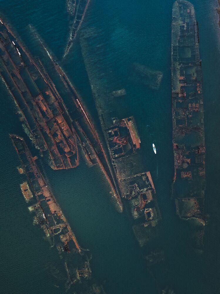 Destroços de navios na baía Truda, Rússia