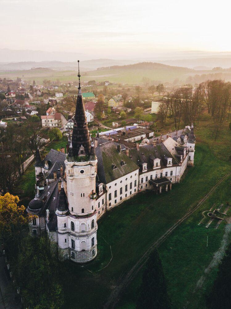Castelo abandonado na Polônia