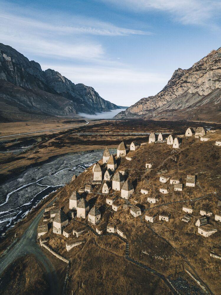 'Cidade dos Mortos' ou necrópole de Dargavs, Rússia
