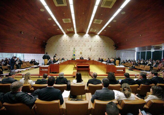 Supremo Tribunal Federal reunido no dia 13 de fevereiro para julgar ação que abre as portas para criminalização da homofobia.