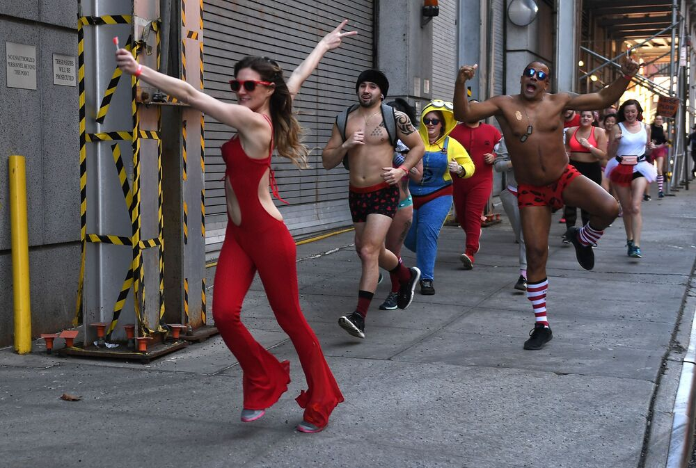 Pessoas participam da corrida Cupid's Undie, em Nova York, EUA, em 9 de fevereiro de 2019